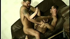 Horny guy gets his tight tailpipe exploited by an experienced stud