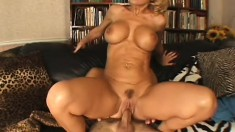 Ravishing mature woman wants to bounce on the fat cock of young lover