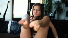amateur koketochka555 fingering herself on live webcam